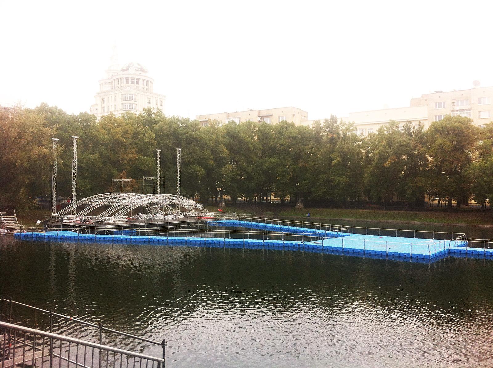 Сцена на воде, плавучая сцена, день города патриаршие пруды
